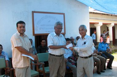 Badri-Man-Shrestha-recieving-the-cheque