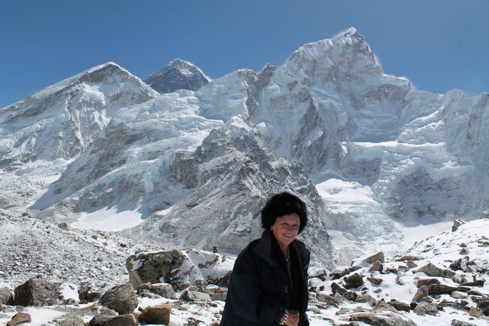 Ms. Norell witnesses Mt. Everest so closely - heli trek