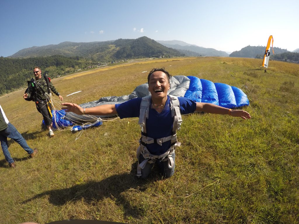 What to ask when you see that smile as free as the wind! Pokhara Skydive