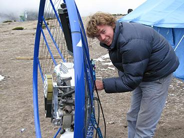 Gilo assembles the mission paramotor