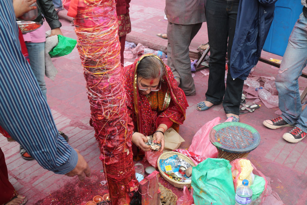 Hindu lady offering prayers at KTM Durbar Square