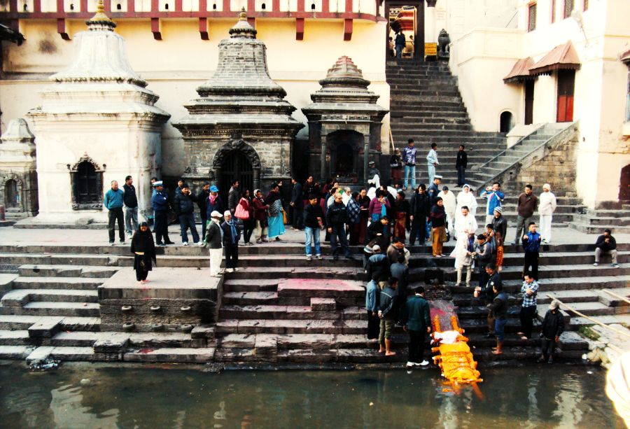 Hindu cremation process in Pashupatinath