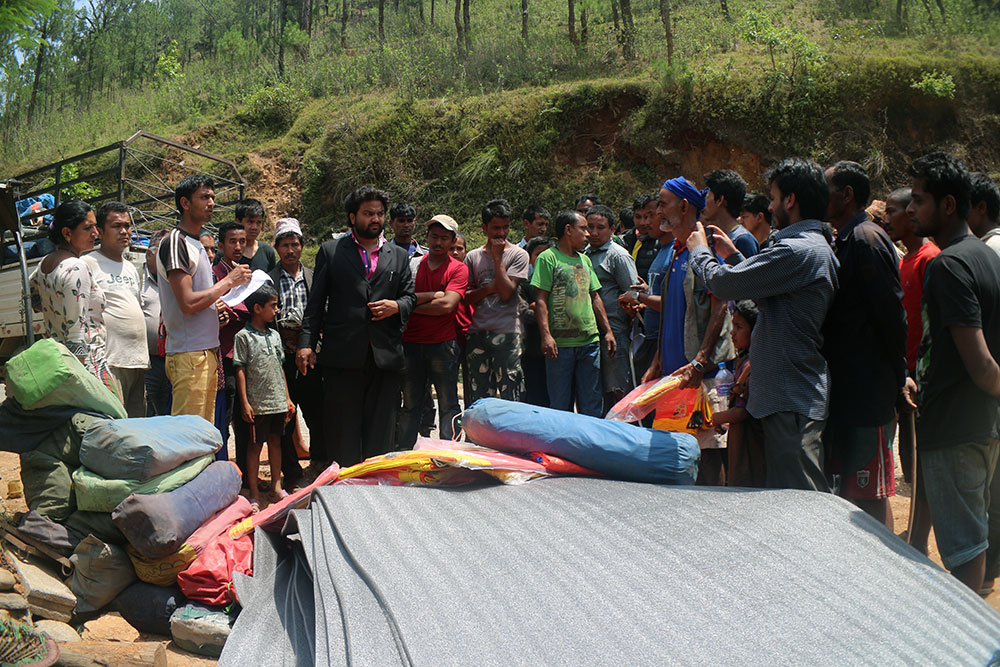The team of Explore Himalaya & PATA Nepal Chapter goes to the ground to help the earthquake victims