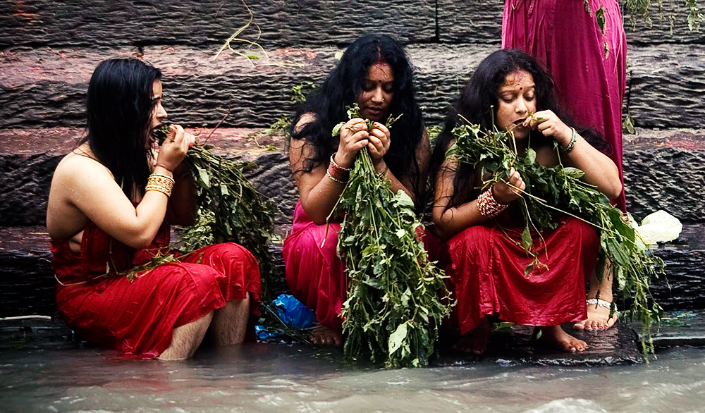 The final day of Teej - bathing with red mud and Datiwan